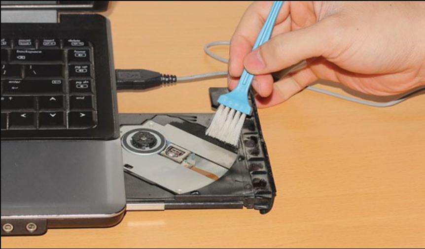 cách vệ sinh laptop tại nhà